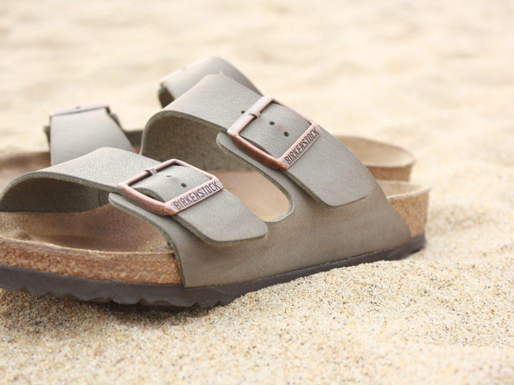Best Sandals for Flat Feet to Reduce